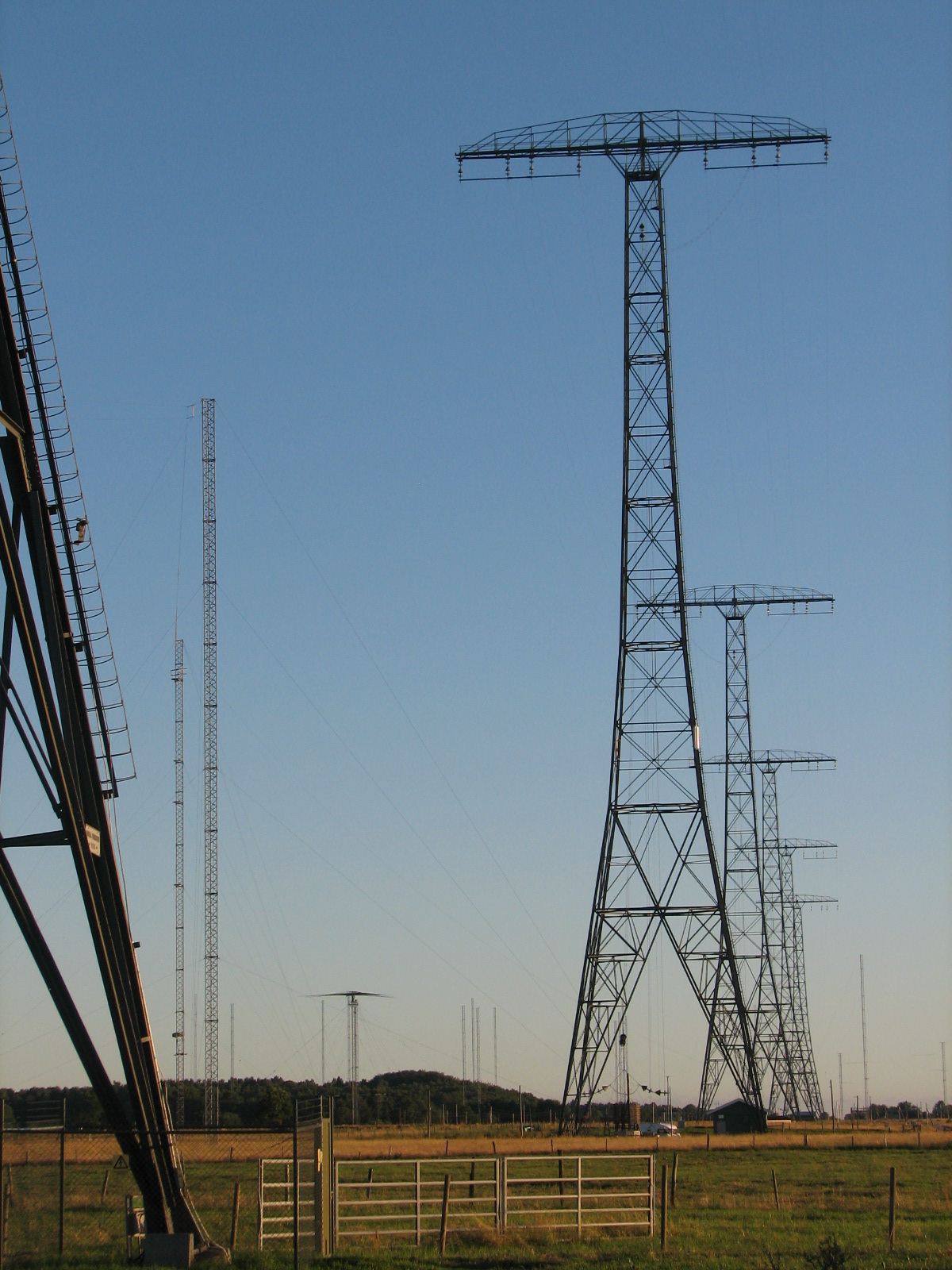 Grimeton_VLF_mast_row
